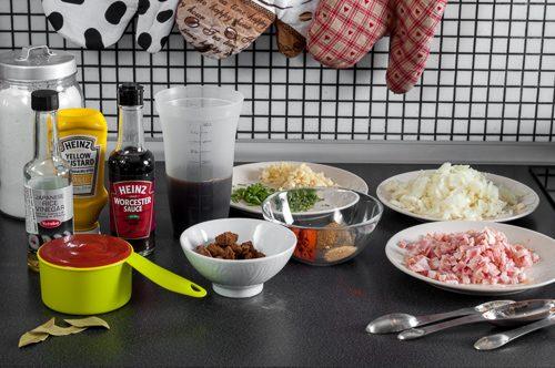 Подготвените съставки за соса