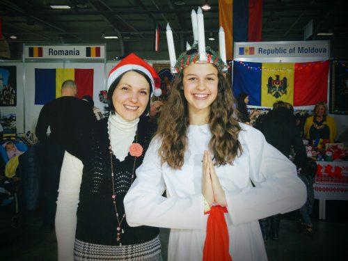 Аз и шведското момиче в носия за празника на светлината