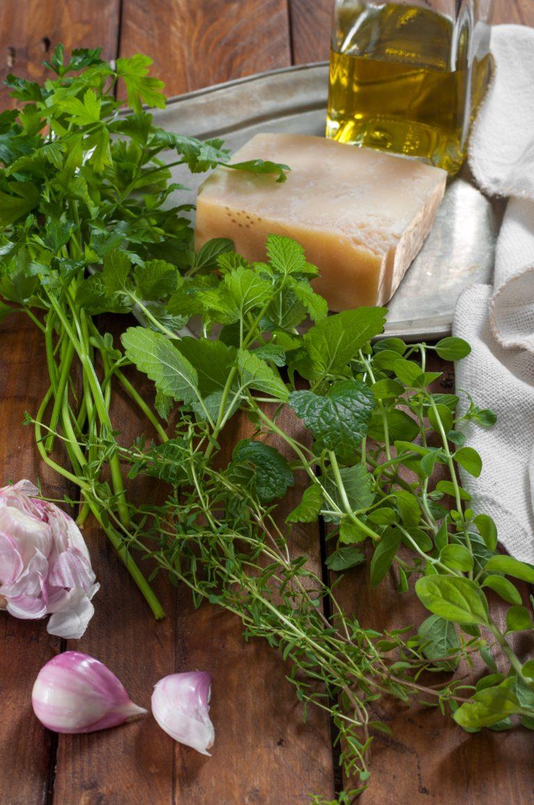 Чесън, билки, пармезан и зехтин