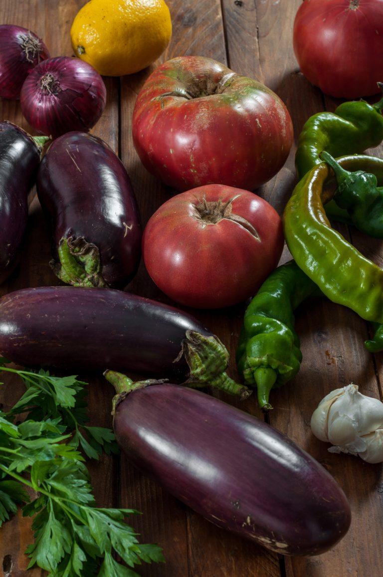 Патладжани, домати, чушки и лук за имамбаялдъ