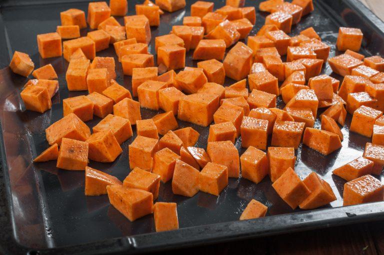 Подготвеният за печене сладък картоф