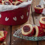 Шведски маслени бисквити с малиново сладко (Hallongrottor)