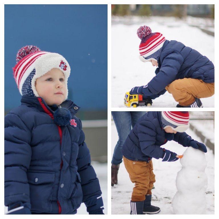 Даниел играе в снега