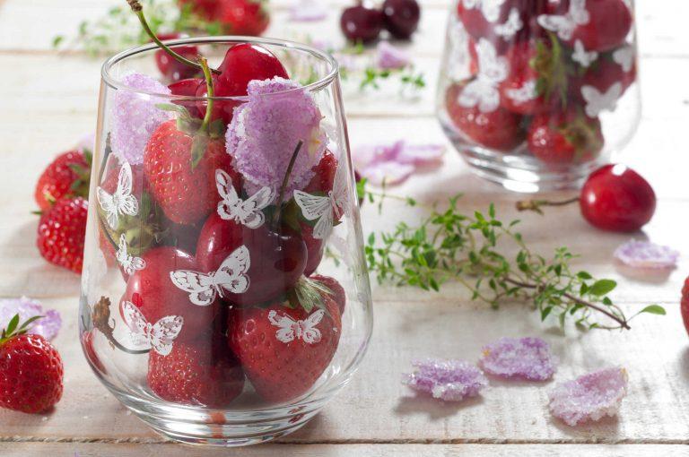 Ягоди, череши и рози