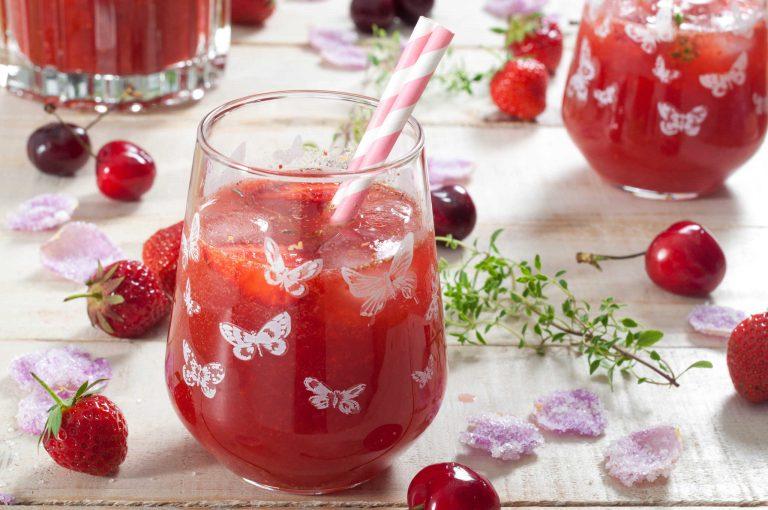 Просеко с ягоди, череши и рози
