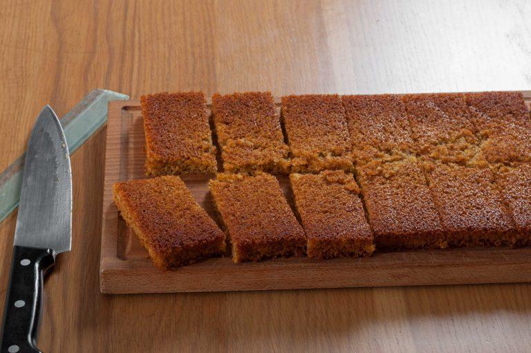 Меден кекс с махлеб