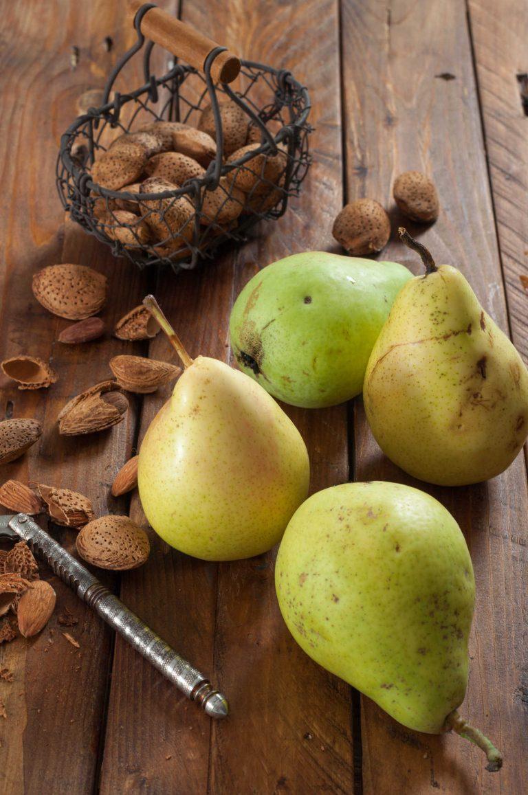 Круши и бадеми