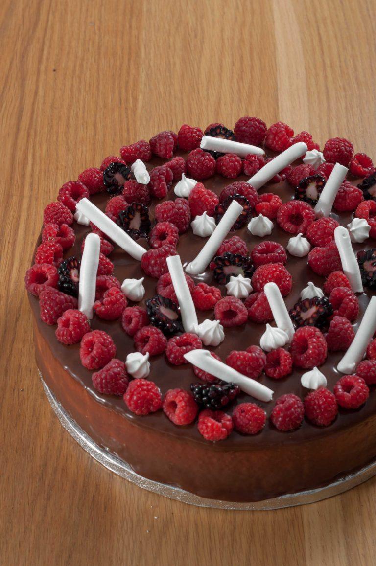Торта с шоколад, меренг и ванилов мус с маскарпоне