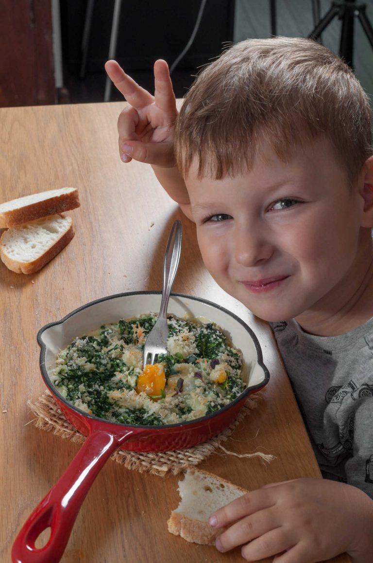 Даниел яде гратен от спанак