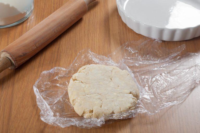 Подготовка на тестото за пай за разточване