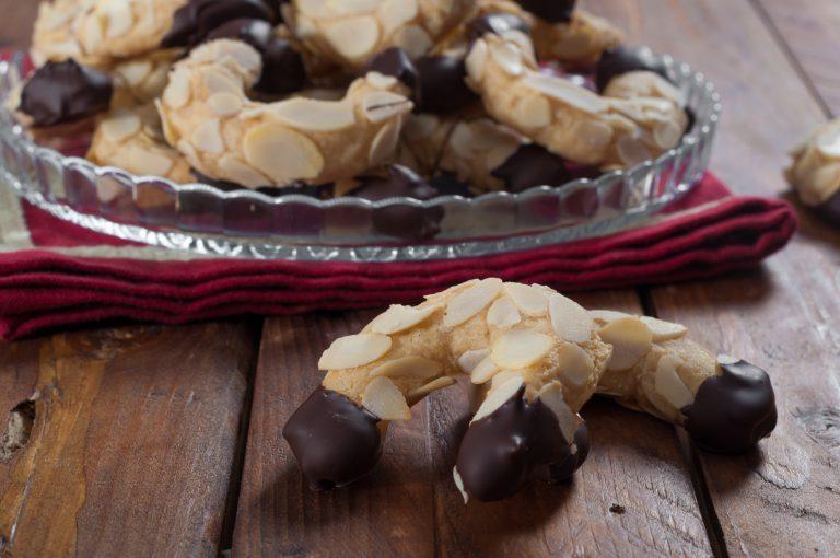 Бадемови рогчета с шоколад