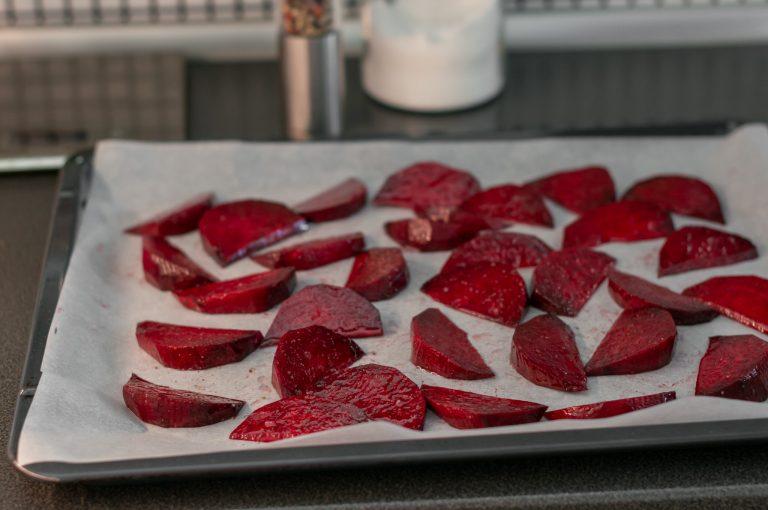 Приготвеното за печене червено цвекло