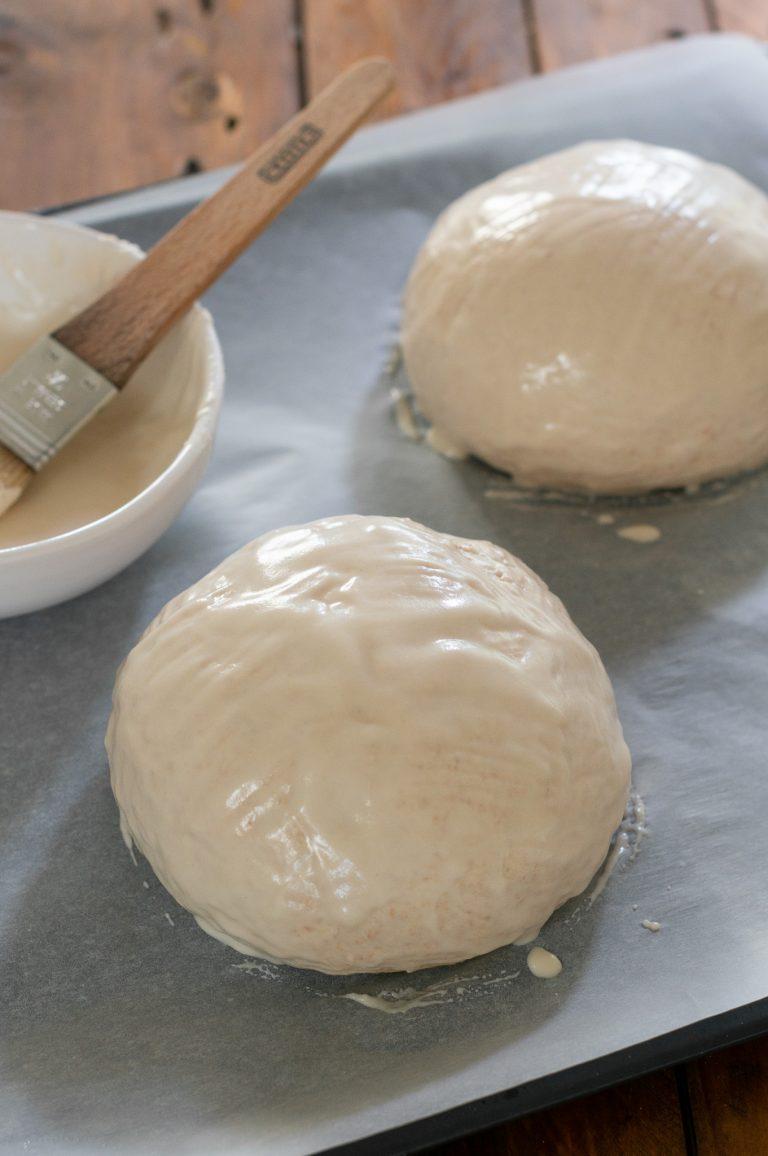 Намазаните с оризовата смес за кората хлебчета