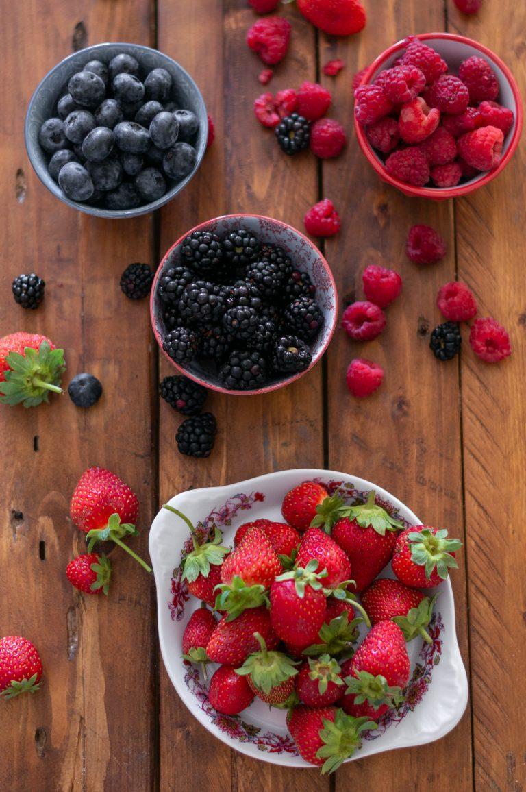 Горски плодове - ягоди, къпини, малини, боровинки