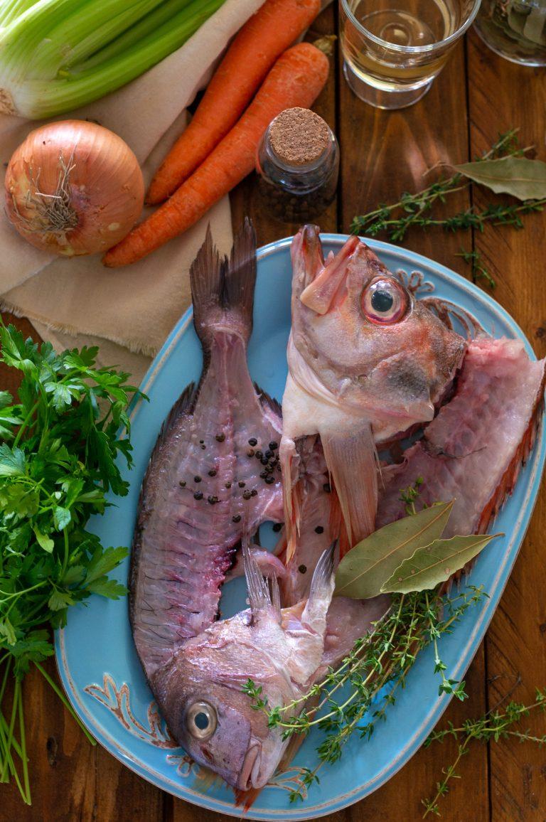 Обрезки от рибите за бульона за буябес