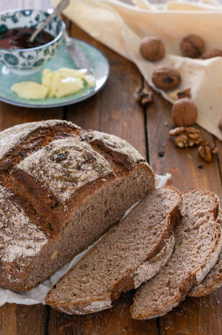 Хляб с брашно от кестени, орехи и розмарин