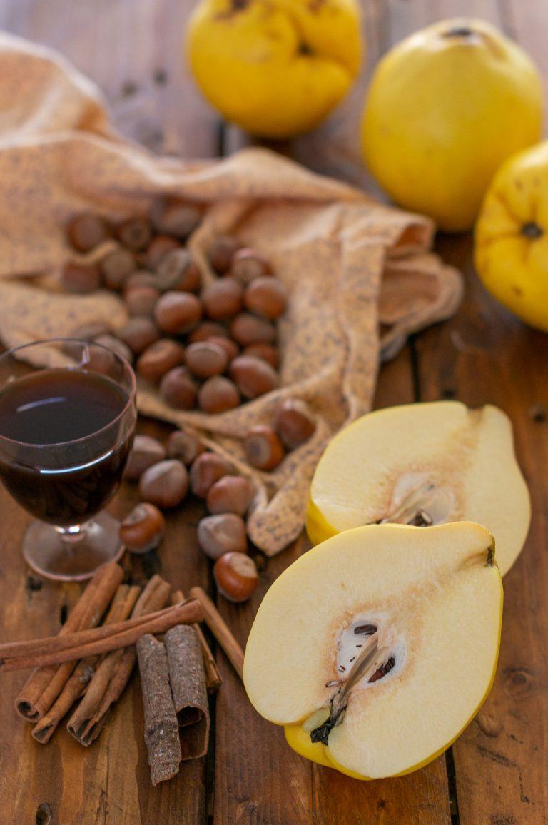 Дюли, лешници, десертно вино и канела за баклавата
