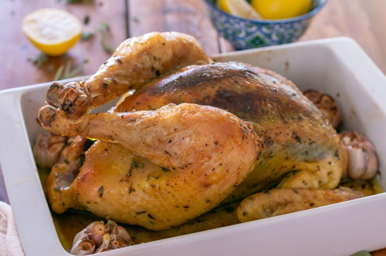Печено цяло пиле с билки и чесън и само масло