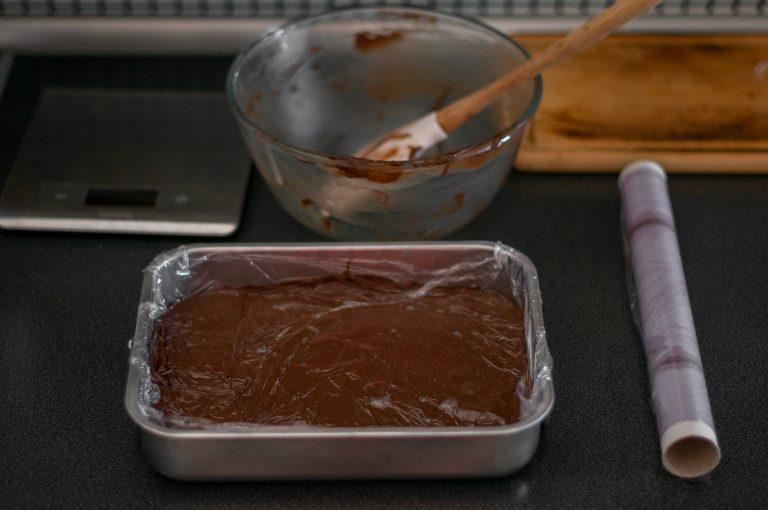 Шоколадовото кремю се охлажда