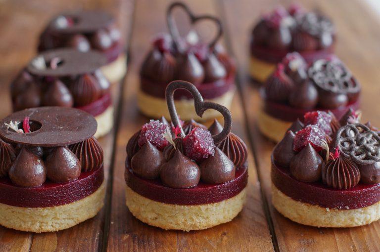 Маслена бисквита, желе от вишни с червено вино и шоколадово кремю