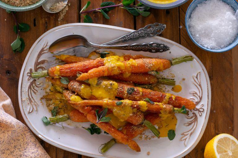 Печени моркови, таханов сос с джинджифил и куркума, египетска смес дука