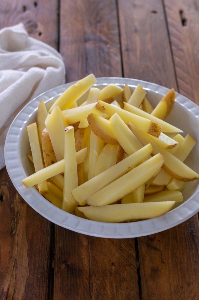 Нарязани на пръчици картофи
