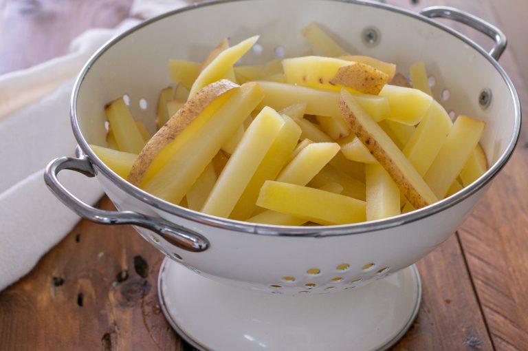 Бланшираните и отцедени картофи