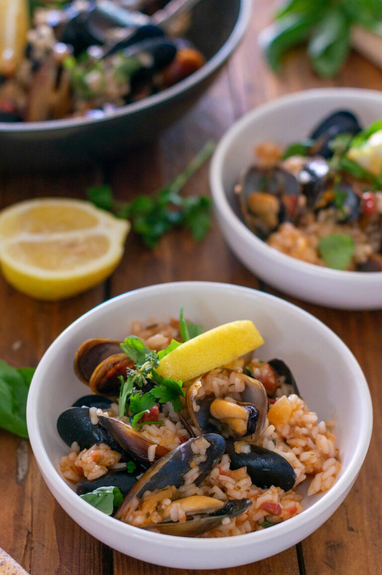 Миди с ориз, чорисо и билки