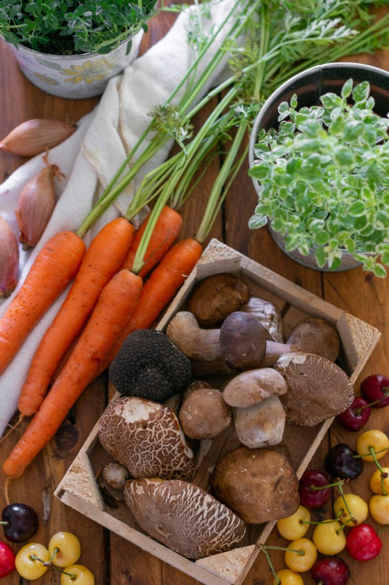 Пресни манатарки, трюфел, череши, моркови, шалот и билки