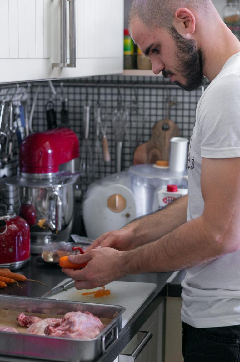 Подготовка за бульона от патешки фенер, моркови и лук