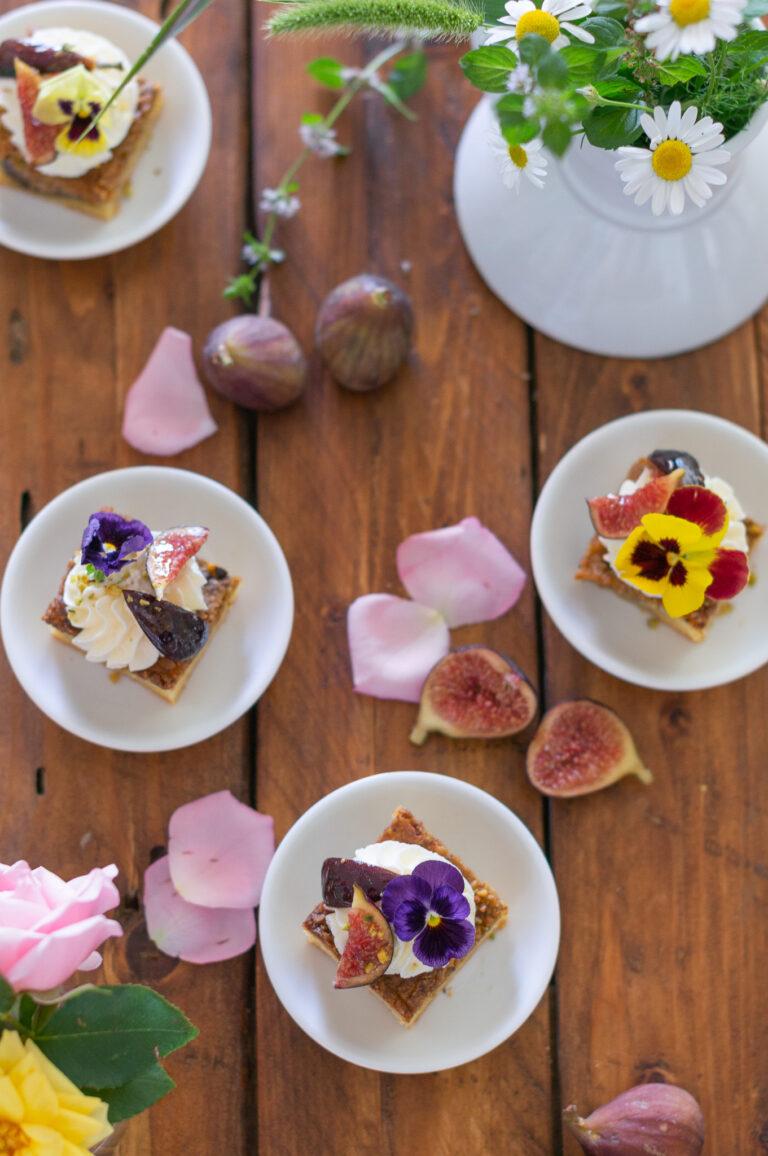 Петифури с шамфъстък и смокини