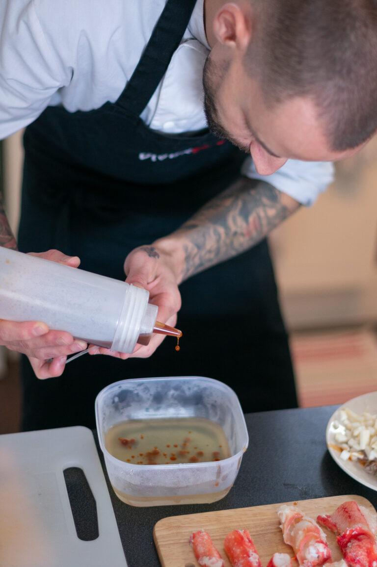 Приготвяне на хайвера от консоме от чушки и пушен пипер