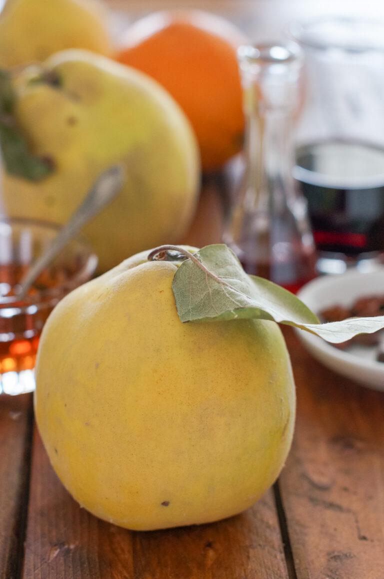 Дюли, портокал, червено вино и желе от дюли за печената патица