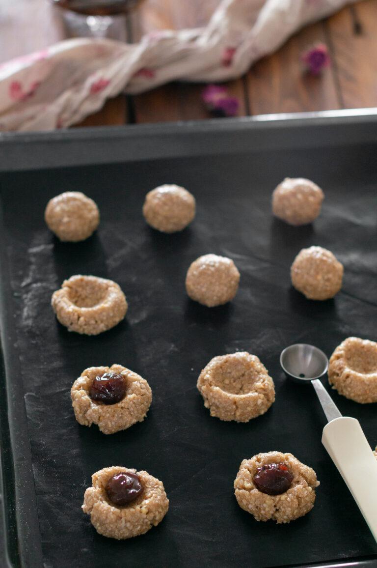 Оформяне на постните сладки с черешите