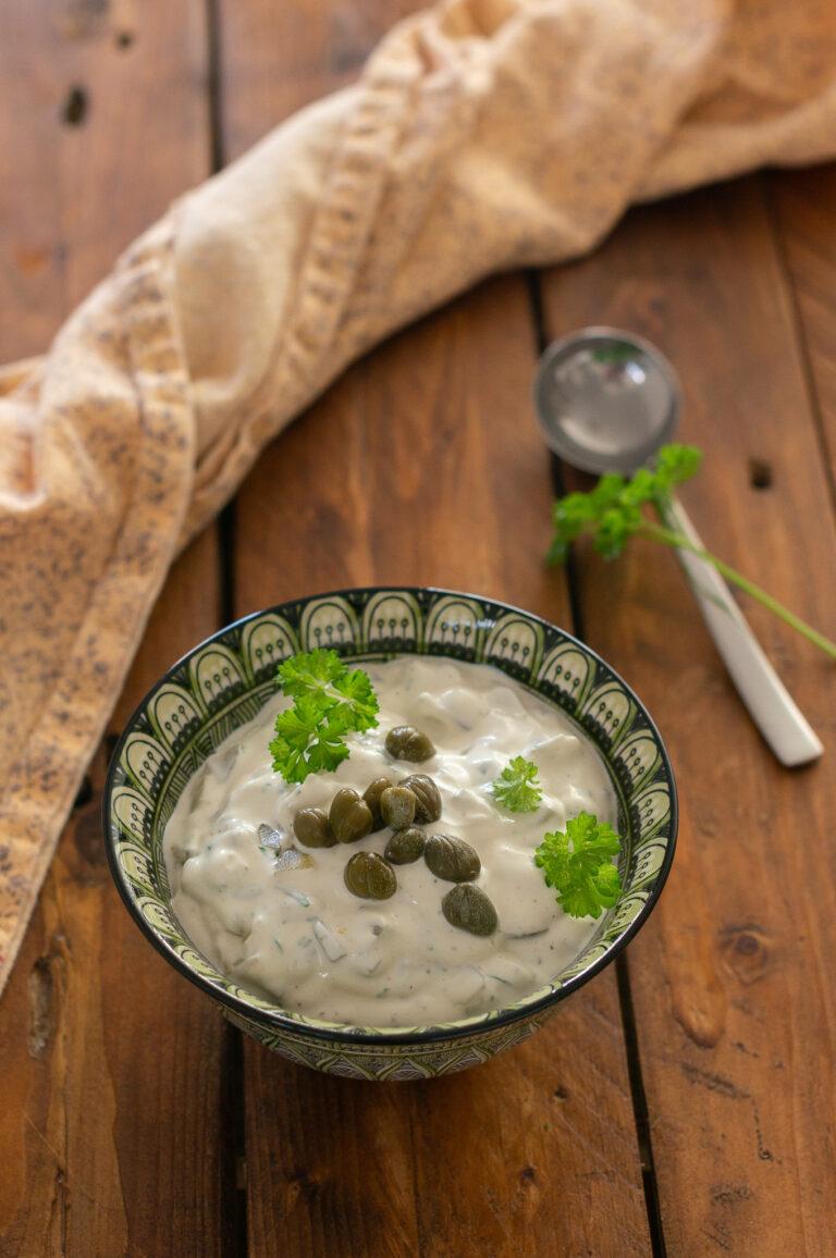 Олекотена версия на сос ремулад с йогурт