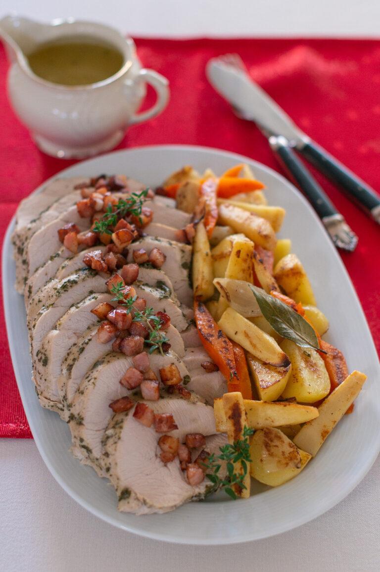 Пуешко филе с кореноплодни зеленчуци и грейви сос
