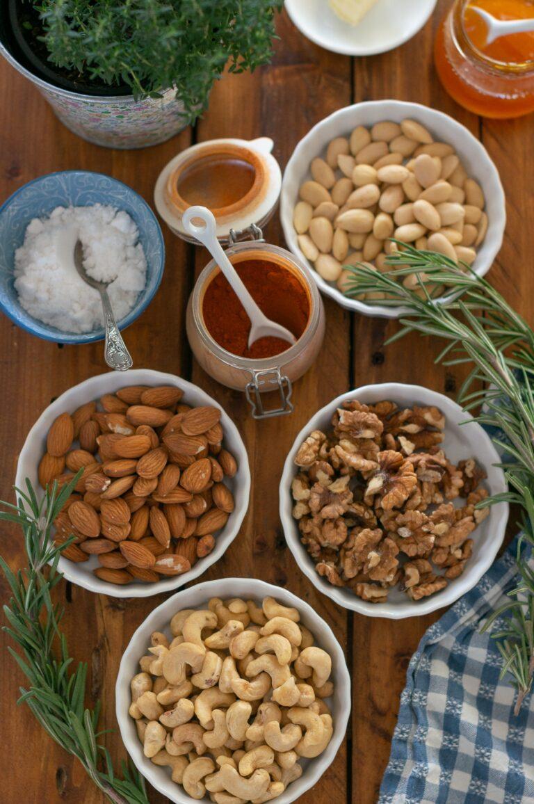 Кашу, орехи и бадеми за печени ядки с розмарин и пушен пипер