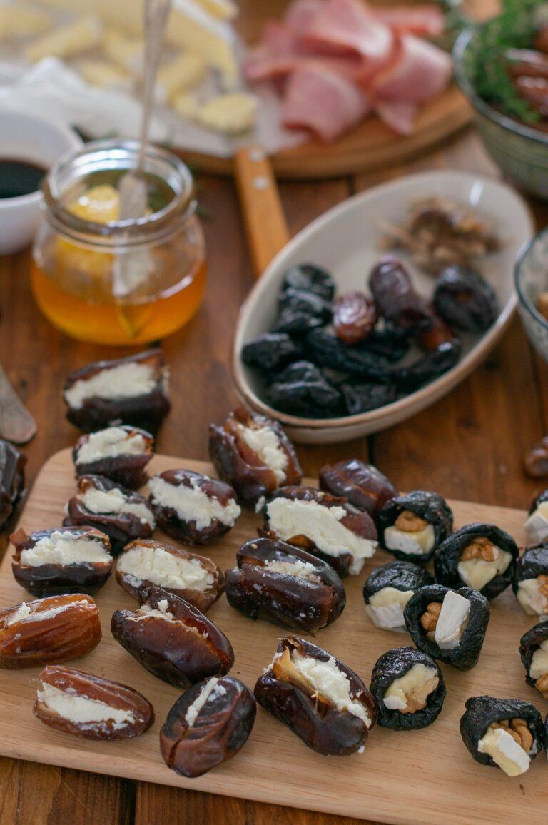Напълнените фурми и сини сливи със сирене и ядка