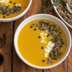 Крем супа от тиква с джинджифил, куркума и запечени семена със заатар