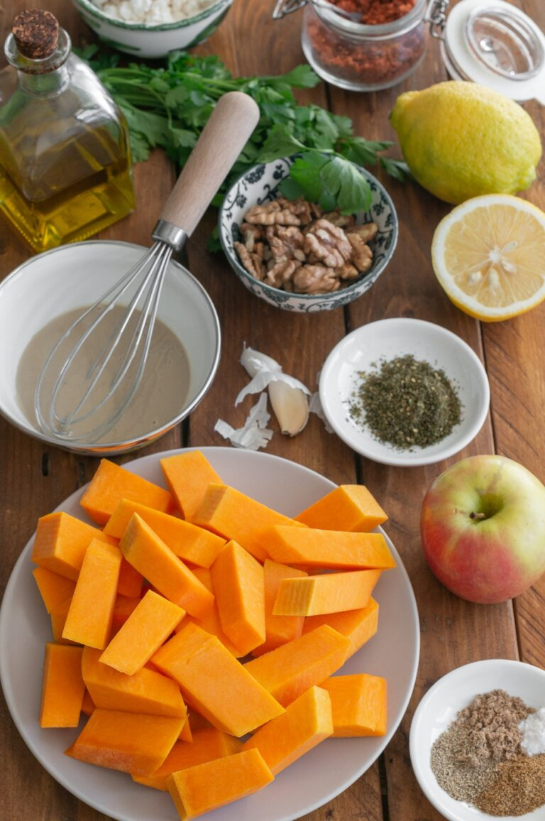 Тиква, ябълка, орехи и подправки за салата от печена тиква с ябълки, орехи със заатар и таханов дресинг