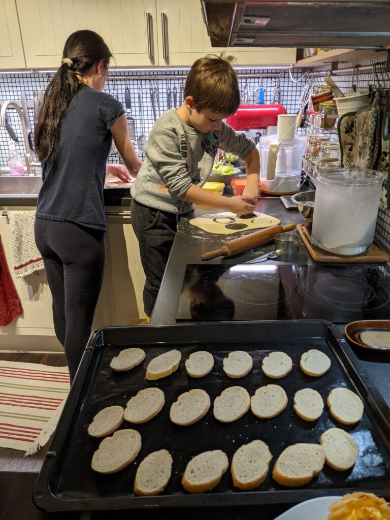 С Дани приготвяме пицети