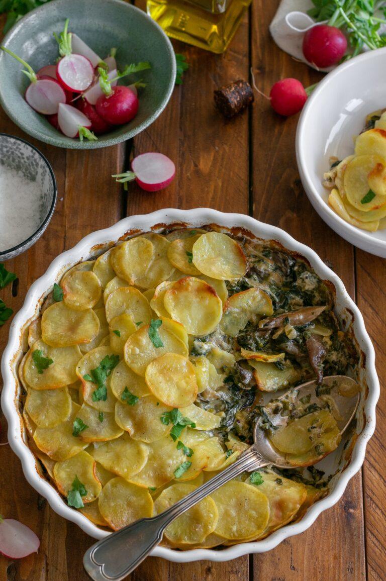 Пай с кладница, спанак и кора от картофи