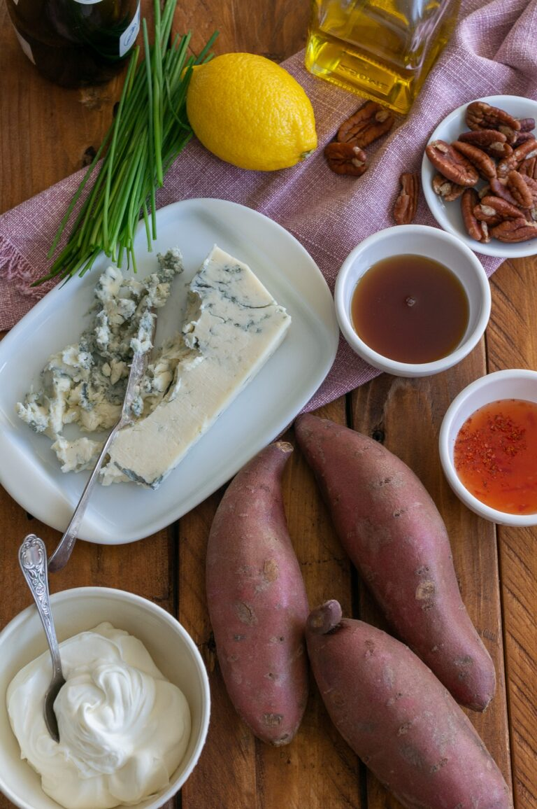 Сладки картофи, каймак, горгонзола и подправки