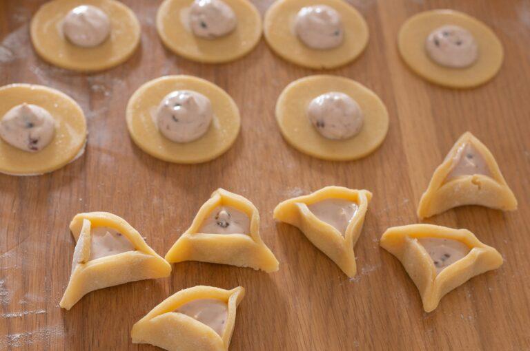 Опит за аманташен с крем сирене и сладко от горски плодове