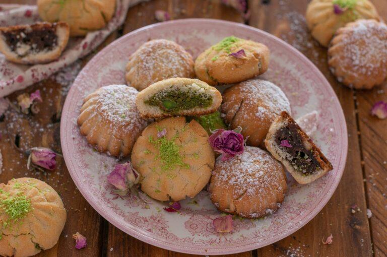 Мамул - арабски сладки с пълнеж от фурми или шамфъстък
