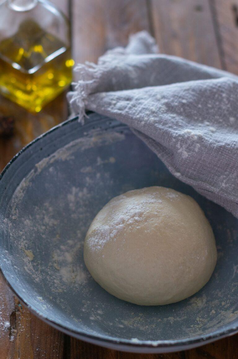 Приготвеното тесто за торта Паскуалина