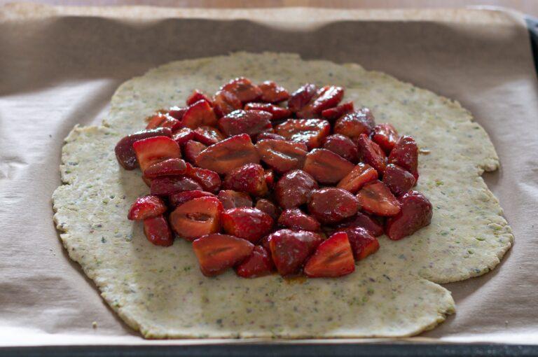 Оформяне на галета с ягоди