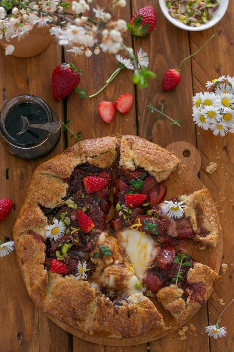 Галет с ягоди, моцарела и балсамова редукция