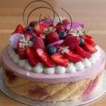Торта с бадеми, млечен шоколад и плодов мус с рози или тортата за моя 40 рожден ден