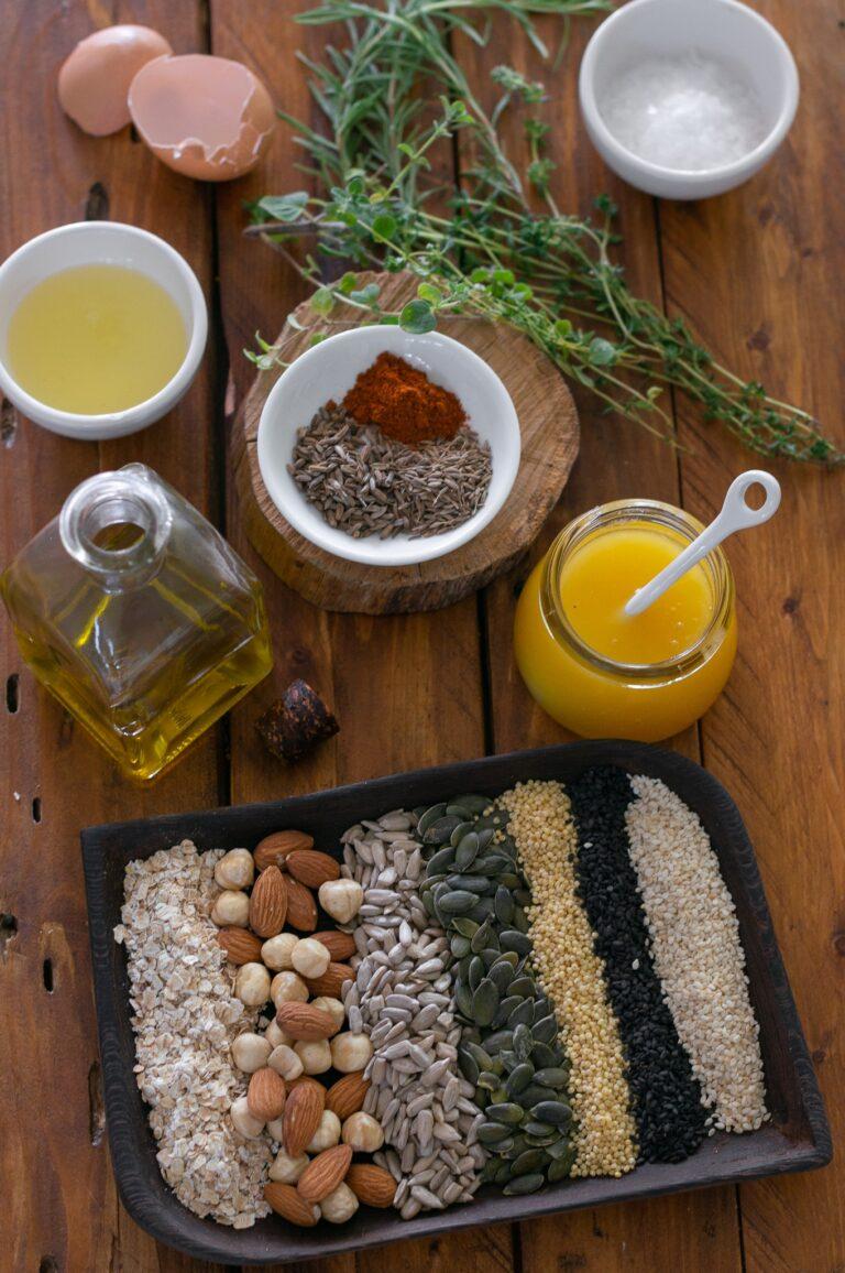 Ядки, семена и подправки за приготвяне на солена гранола